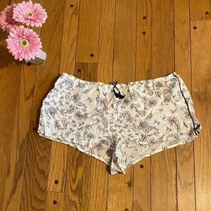 Victoria's Secret sleep shorts - Size L
